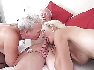Grandpa fucks 2 Mature Women anal blowjob mature video