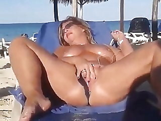 Milf Spreads Wide on Beach amateur beach milf video