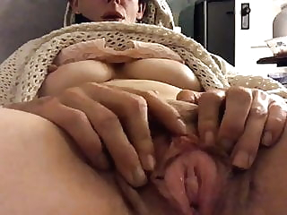 Hairy Pussy rubbed fingering hairy milf video