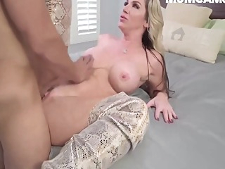 Horny Stepmom Fucking Stepson When Husband Out Town amateur american big cock video