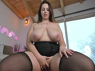 Busty Velvet Has Strange Vertical Areolas amateur bbw big tits video