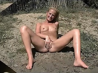 Young Milf posing shaved pussy at public place amateur babe beach video