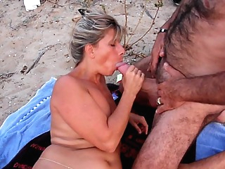 Lisa se fait prendre dans les dunes du Cap amateur beach big ass video