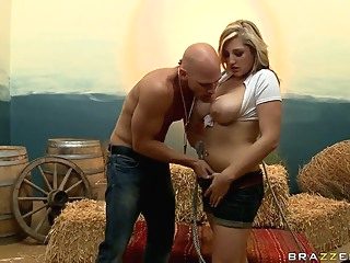Busty Dayna Vendetta gives head to Johnny Sins big tits blowjob pov video
