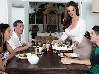 Kendra Lust & Jordi El Nino Polla in Kendras Thanksgiving Stuffing - Brazzers big tits milf red head video