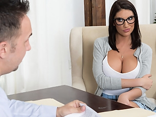 August Ames & Keiran Lee in Getting Off The Waitlist - Brazzers big tits big ass milf video