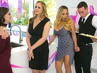 Julia Ann Olivia Austin Justin Hunt in My Stepmoms Social Club - BrazzersNetwork big tits cunnilingus fingering video