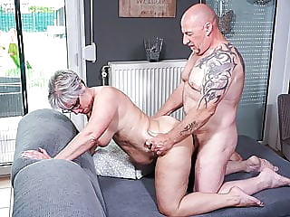 Hausfrau Ficken - German Wife Cheats On Husband With Neighbor amateur blowjob bbw video