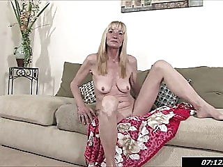 Pam - 57 year old Nurse is from Key West, Florida amateur fingering hairy video