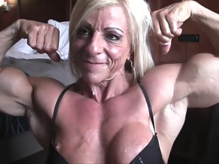 Sexy Mature Muscle Milf Fuck With Condom Cock & Blowjob In Bedroom amateur big tits blonde video