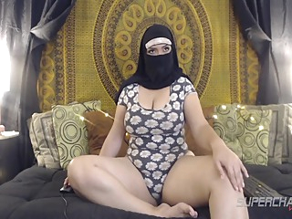 Big Butt Arabian Bbw Babe Arab Saadi Showing Off Her Legs On Webcam amateur arab big ass video