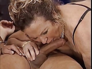 Feuchte Spiele reifer Damen blowjob bbw mature video