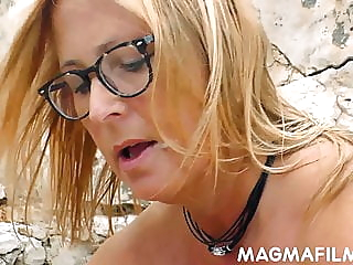 Fatty mature lady taking cock on the rocks blowjob bbw cumshot video