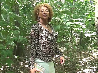 Black woman with curly, blonde hair, Sonia is sucking a stranger's cock while playing with her boobs big tits mature anal video