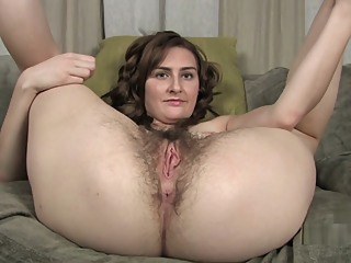 Sophia Shows off all her Hairy Assets fetish hd solo girl video